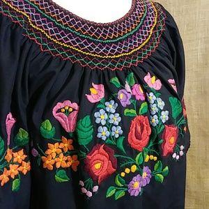 Black Mexican Wedding Dress Women's Shirt EUC